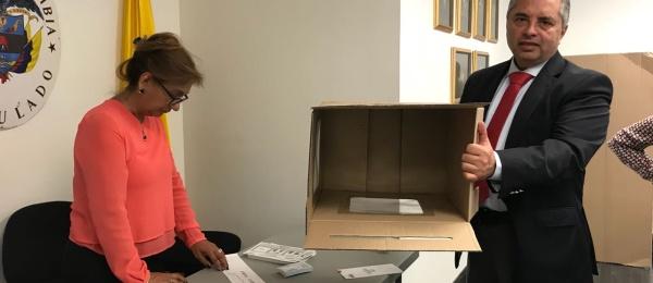 Inició la jornada electoral presidencial 2018 para la segunda vuelta en Consulado de Colombia en Los Angeles